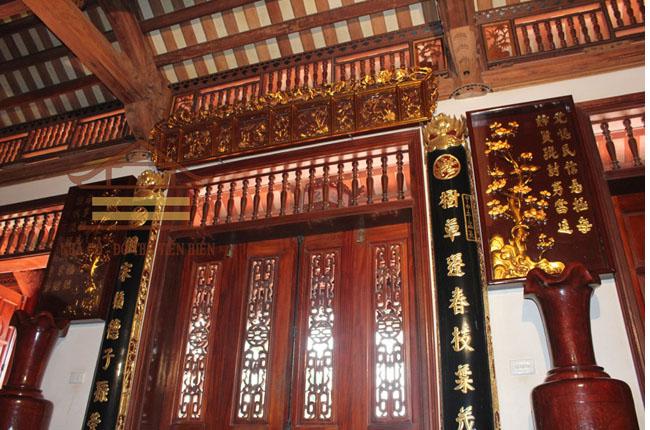 Cửa gian chính, gian biên tại nhà ở ông Canh (huyện Thạch Thất, tp Hà Nội)